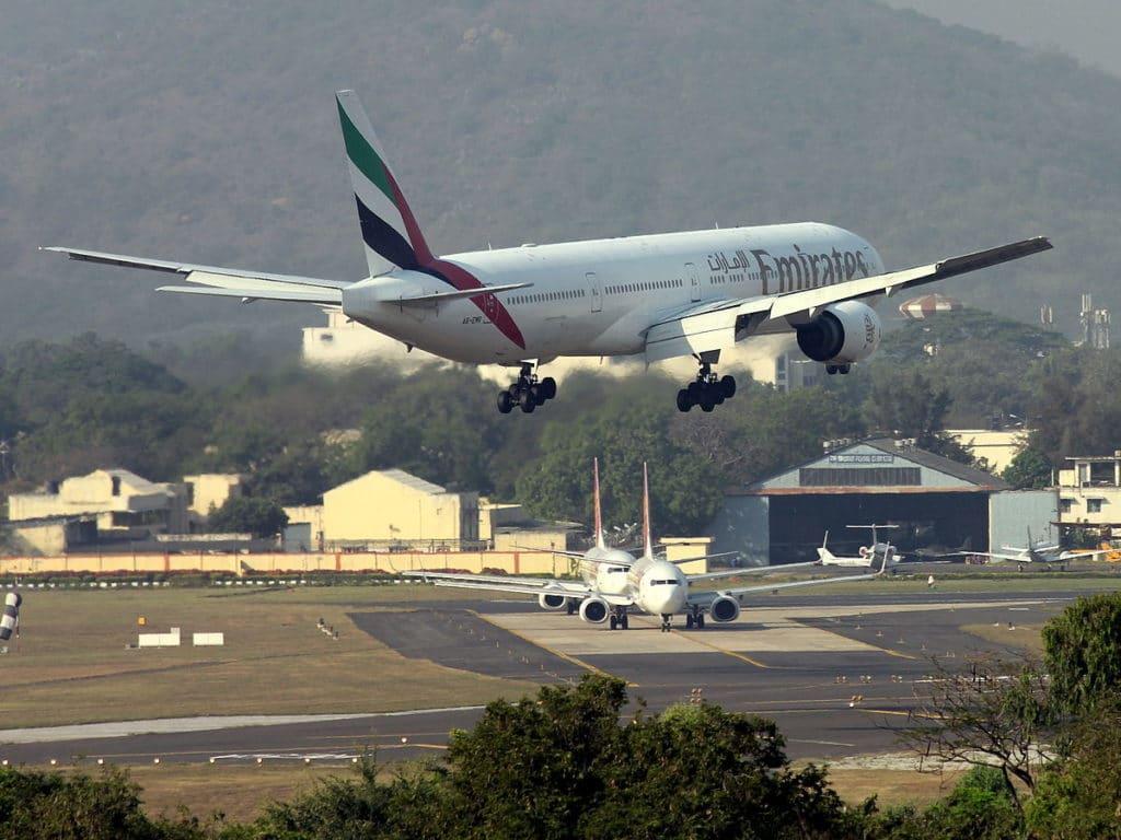 Emirates_777-300